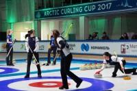 В Дудинке начались жаркие спортивные дни ледового турнира
