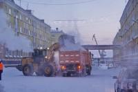Дудинку активно очищают от снега