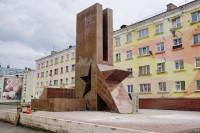 В Дудинке завершается ремонт памятника воинам — таймырцам