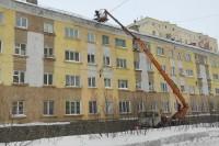 Будьте внимательны  при движении вдоль зданий