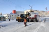 В Дудинке продолжается вывоз снега