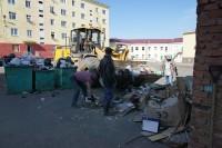 Дудинцев просят не складировать крупногабаритный мусор у подъездов