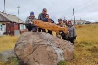 В Хантайском Озере установили два арт-объекта