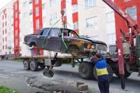 В Дудинке продолжается вывоз брошенного автотранспорта