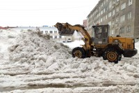 Дудинские дворы очищают от снега