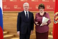 Дудинский педагог получила заслуженную награду